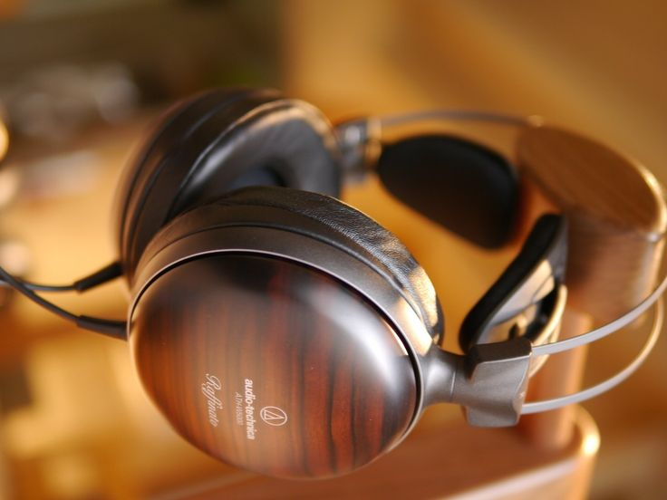 It includes a striped ebony housing for that ideal acoustic impact and that's exactly what makes the Audio-Technica ATH-W5000 Audiophile Headphones a favorite among music lovers.