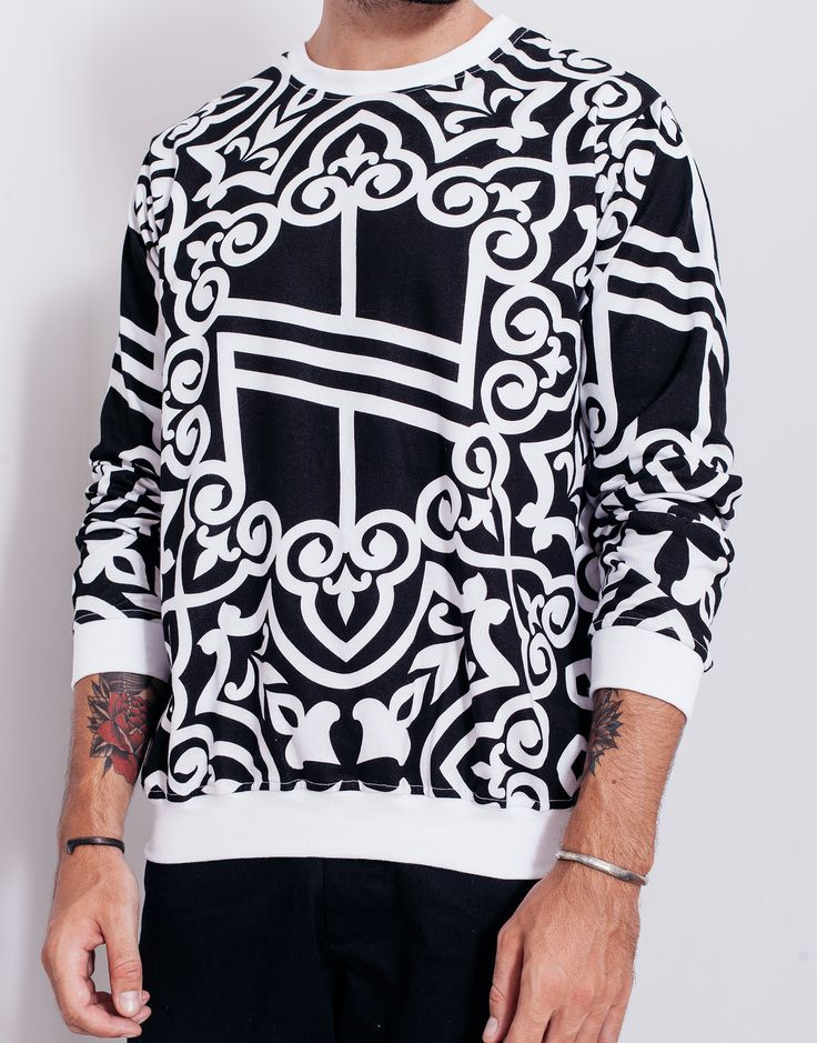 Nemis Knights Logo Sweater Black Front