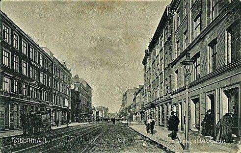 Amagerbrogade med Lyongade på højre hånd ca. 1900. Postkort fra Stenders Forlag