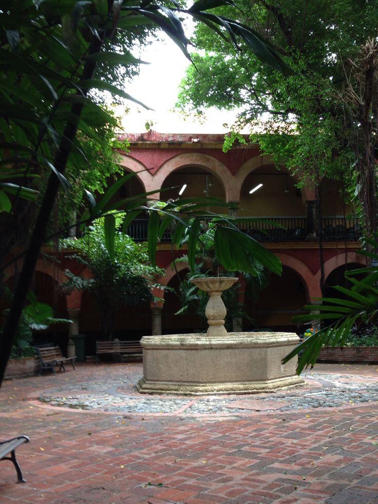 Fuente del patio central Claustro de San Francisco.
