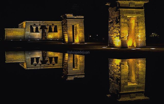 Reposting @elviajedejuan: Madrid 🇪🇸 (Serie 4 of 5) Templo de Debod  This temple dates back to the 2nd century BC and it was given to Spain as a gift of Egypt and moved to its current location in Madrid in 1968. The Templo de Debod is one of the preferred places of photographers.  _______  Este templo data del siglo II a. C. y fue entregado a España como un regalo de Egipto y se trasladó a su ubicación actual en Madrid en 1968. El Templo de Debod es uno de los lugares preferidos por los