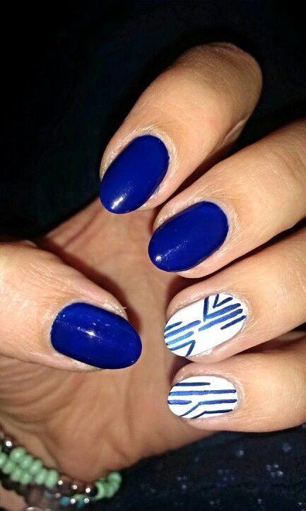 Dark blue & white / Granat i biały #blue #white #nails #paznokcie #granatowy