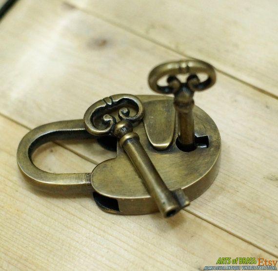 LUCCHETTO vasta d'epoca e antiche chiavi scheletro Cast in ottone massiccio lucchetto