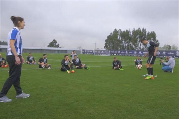 A freestyler foi convidada especial do treino do FC Porto e, no Dia Internacional da Mulher, aproveitou para mostrar as suas habilidades. E a verdade é que ninguém do plantel azul e branco conseguiu fazer melhor. Brahimi andou lá perto, mas a estrela foi mesmo a jovem Ana.