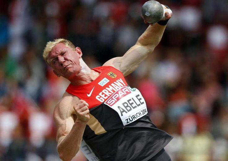 El alemán Arthur Abele compite en lanzamiento de peso decatlón de los hombres durante el Campeonato Europeo de Atletismo en el Estadio Letzigrund de Zurich el 12 de agosto de 2014. REUTERS / Phil Noble.