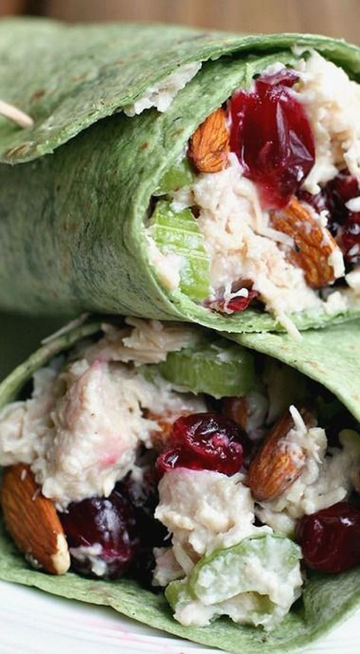 wrap de pavo: pavo, apio, cranberries, almendras. (mezcla salado y dulce)