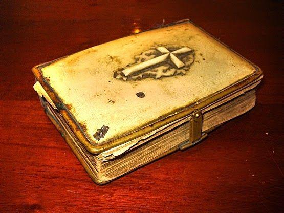Egy 132 éves imakönyv lapjai