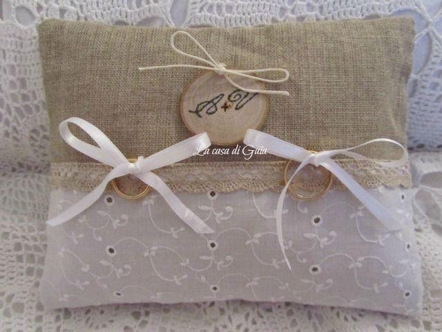 Cuscino porta fedi in lino naturale e sangallo di ♥ La casa di Gaia ♥ su DaWanda.com