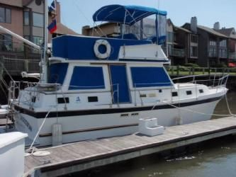 34' Albin: Comfortable Cruising for two couples or a family the single 250 HP Cummins offers a turn of speed when needed to outrun weather or simply speed up a trip.This popular Family Cruiser is attractively priced for a quick sale.