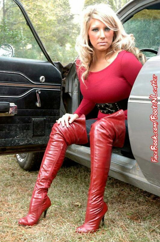 Love the Milf in lace up boots