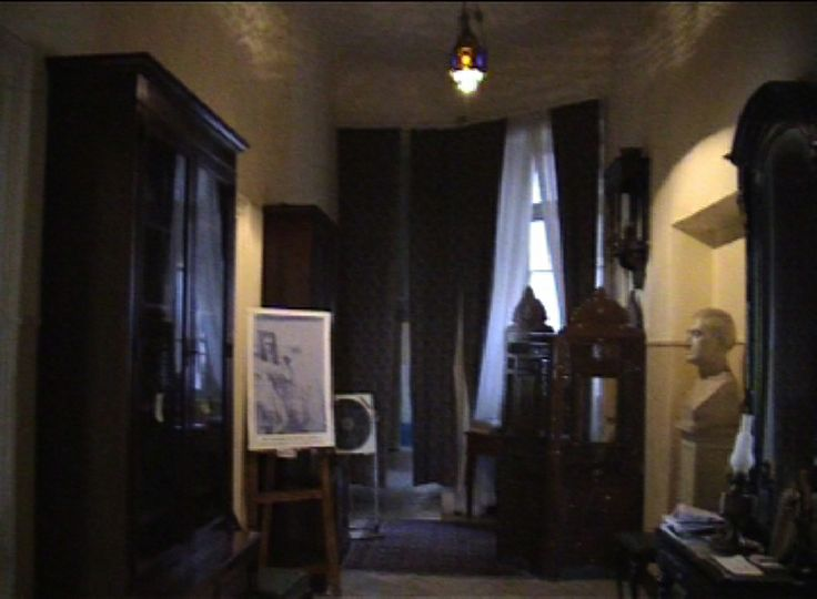 Lizzie Calligas:In Cavafy's house-Video-the interior