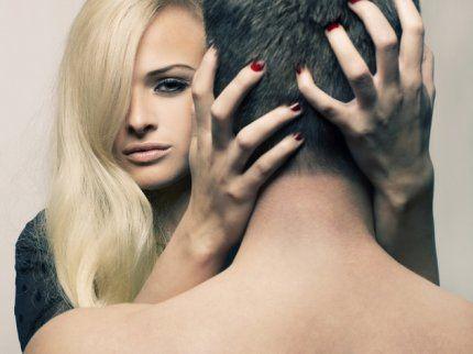 Женский инстинкт стоит прозорливости великих людей.