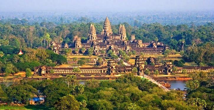 Angkor Vat  (Curiosità sconosciute) Verso il III secolo si formò nell'Asia sudorientale (attuale Cambogia) lo Stato Fu-nan che nella lingua khmer significa montagna; il sovrano di. quello Stato si chiamava perciò « Re della montagna »  >>> http://www.enciclopedia-mondiale.com/2014/03/angkor-vat-curiosita-sconosciute.html