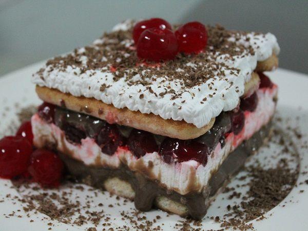 Se o bolo floresta negra já é um sucesso, imagine o Pavê Floresta Negra? Além de ser uma sobremesa deliciosa, o Pavê Floresta Negra ainda é fácil de fazer