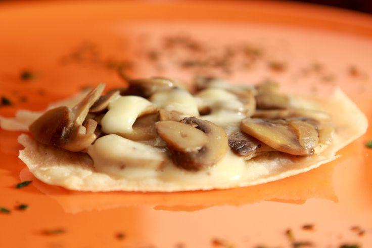 Cialdine calde di mais con funghi e caciotta tartufata - Foto di Walter Romano