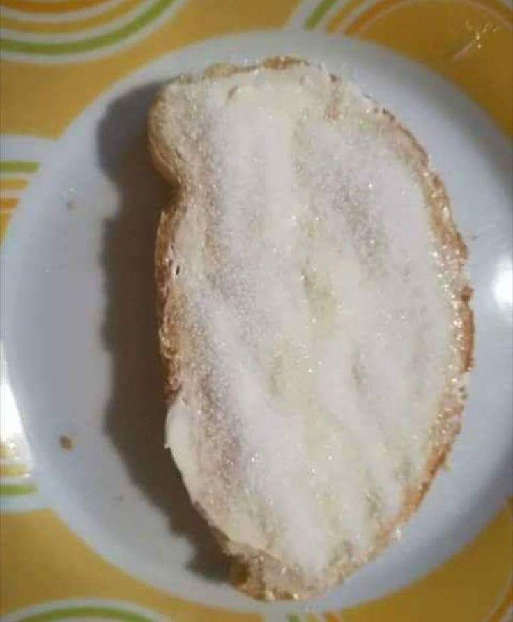 Βρεγμένο ψωμί με ζάχαρη