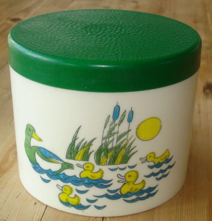 Vintage plastic bakje, jaren '70, rond, eendjes, groen deksel, '70 door MyVintageAndMore op Etsy