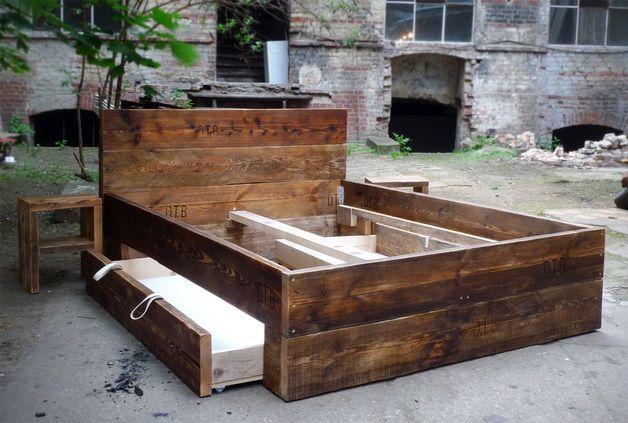 Betten - Design Bett aus Bauholz mit Bettkasten 200 x 200 - ein Designerstück von up-cycle bei DaWanda