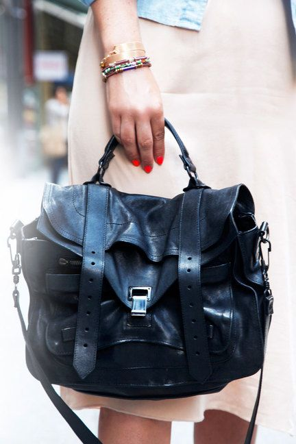 NYC Street Style Accessories – New York City Street Style Jewelry Bags Shoes - ELLEProenza Schouler, Bags Baby, Proenza Bags, Handbags Proenzaschoul, Awesome Handbags, Schouler Handbags, Proenzaschoul Bags, Proenzaschoul Chichandbag, Schouler Bags