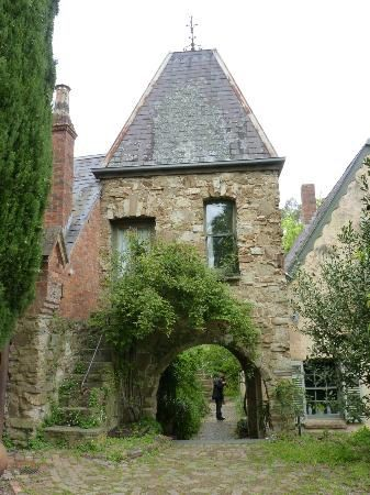 Montsalvat , Eltham , A collection of mud brick buildings provide residence for working artists .