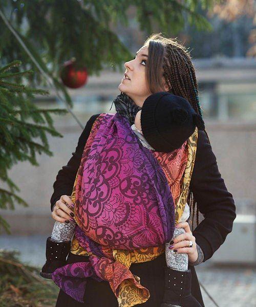 Natibaby is een Pools bedrijf dat naast veel diverse babyproducten, mooie en fijne draagdoeken produceert. De geweven draagdoeken van Natibaby komen in vele kleuren, blends en designs. Een blend wil zeggen dat naast katoen, een andere vezel is gebruikt bij het weven. Natibaby heeft een standaardassortiment, een limited edition assortiment - designs die beperkt in aantallen en maar eenmalig worden geweven - en daarnaast weven ze ook in opdracht van webshops exclusieve designs. De geweven…