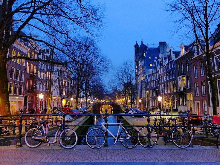 ¡NEW, NEW! Un día en #Ámsterdam: qué ver, qué comer y qué sentir.   No es que tengas que decir dónde vas a estar cada 5 minutos como si fuese tu madre en modo sargento cuando sales de casa, pero hombre, un poco de planificación no nos viene mal.   #Interrail #Airhopping #Verano #Vacaciones #Vuelos #Baratos #Viajes #Viajar #Europa #Amsterdam #Viajar