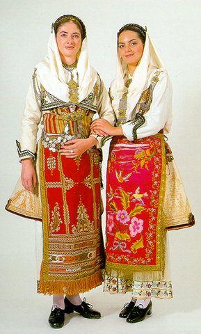 Οι φορεσιές της Βόρειας και Κεντρικής Εύβοιας / The costumes of northern and central Evia (Euboea)