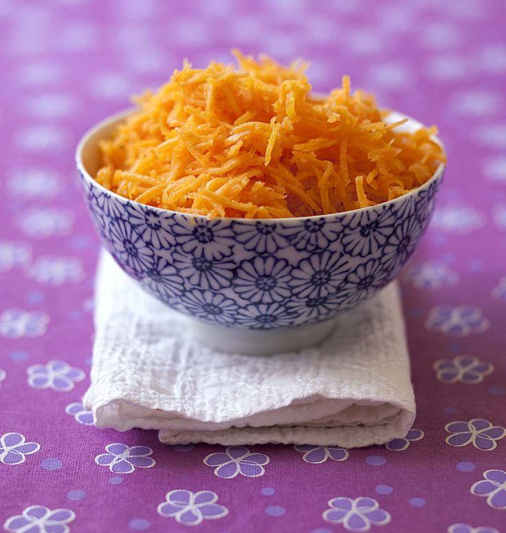 Salade de carottes râpées à l'orange, curcuma et cannelle, la recette d'Ôdélices : retrouvez les ingrédients, la préparation, des recettes similaires et des photos qui donnent envie !