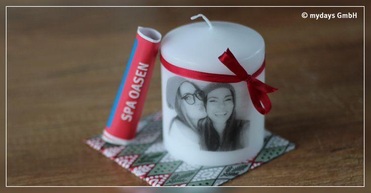 Unsere DIY Kerze bringt Erinnerungen zum Leuchten. Eine Geschenkidee, die ganz leicht und schnell nachzumachen ist. Wir zeigen Dir, wie es geht.
