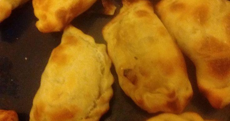 Fabulosa receta para Empanada regional Tucumana. Es una preparación con carne previamente hervida.