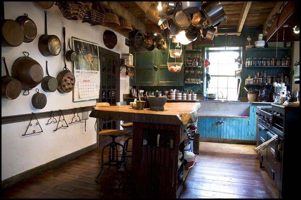 : Pots Galor, Dreams Kitchens, Paintings Cabinets, Rustic Kitchens, Farmhouse Kitchens, Country Kitchens, Mason Jars, Copper Pots, Dream Kitchens