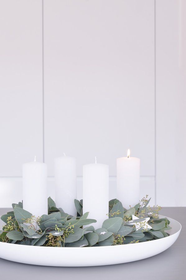 Pur.... - Foto von Mitglied Schönsinn #solebich #interior #einrichtung #inneneinrichtung #deko #decor #christmas #weihnachten #adventskranz #adventwreath #advent #whitecandles #weißekerzen #eukalyptus