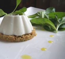 Recette - Panna cotta de brebis sur sa croûte aux olives vertes - Proposée par 750 grammes