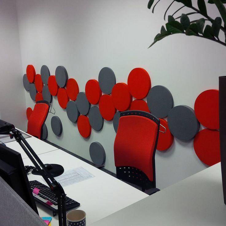 Biuro z panelami Fluffo - czerwone i szare Dots