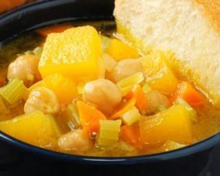 Potage potiron, carottes et céleri : http://www.fourchette-et-bikini.fr/recettes/recettes-minceur/potage-potiron-carottes-et-celeri.html