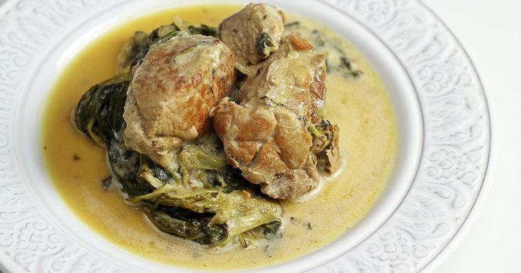 Δείτε τώρα τη συνταγή για Χοιρινό Φρικασέ με Σταμναγκάθι με όλα τα αναλυτικά βήματα.