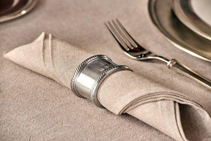 Oval Pewter Napkin Ring - Length: 5,5 cm (2,2″) - Width: 4,5 cm (1,8″) - #pewter #napkin #ring #peltro #allacciatovagliolo #allaccia #tovaglioli #zinn #serviettenring #étain #etain #rond #serviette #peltre #tinn #олово #оловянный #tableware #dinnerware #table #accessories #decor #design #bottega #peltro #GT #italian #handmade #made #italy #artisans #craftsmanship #craftsman #primitive