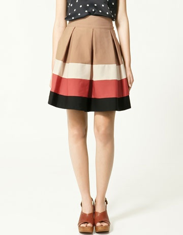 Pleated skirt from Zara (39.90). I may need to replicate this with some lightweight linen...