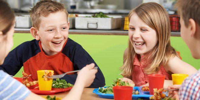Il panino della discordia: per i bambini è meglio portare il pasto da casa o mangiare quello della mensa scolastica?