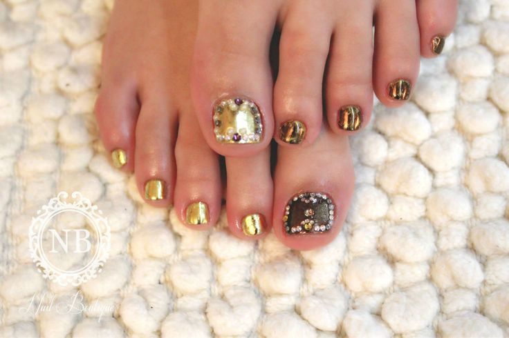 Gold touch nails