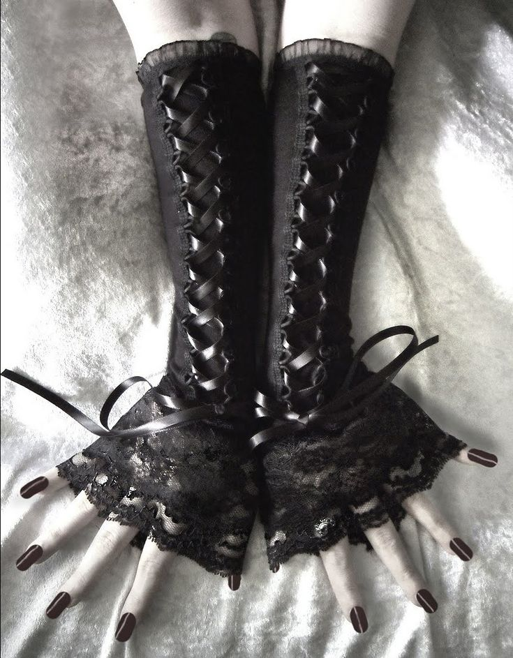 gloves, loving the lace!