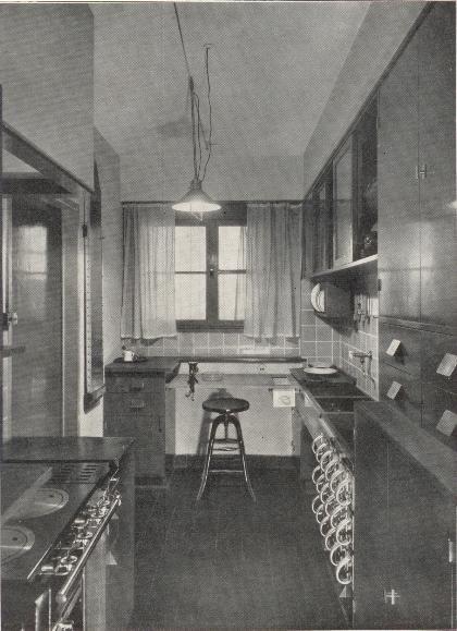 Margarete Schütte-Lihotzky  - Hängeschrank aus der 'Frankfurter Küche', 1926/27