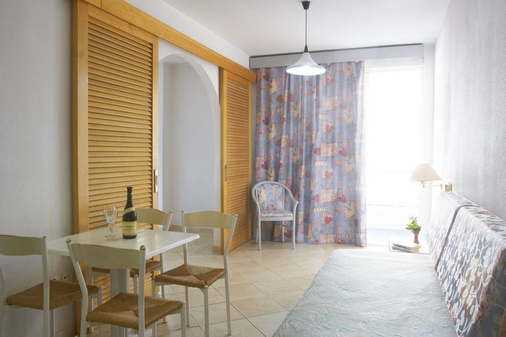 The double rooms of Esperia City Hotel is an ideal choice for those who wishes to enjoy holidays and stay in an elegant environment always having the services and the facilities of a city hotel at their disposal. The double rooms can accommodate up two people. - For more info and Online Bookings visit http://www.esperiarodos.gr/