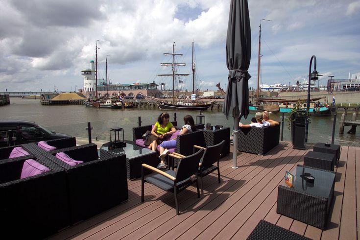 Uniek terras aan de ingang van de jachthaven Restaurant Zeezicht - Harlingen