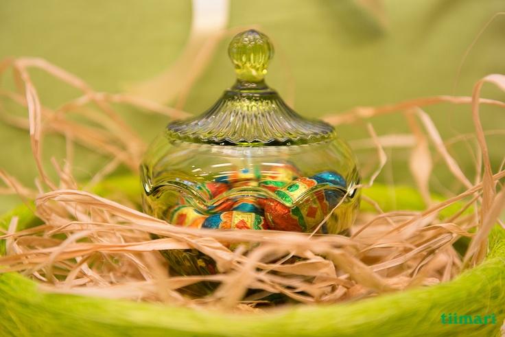 Pääsiäisherkut kauniiseen lasirasiaan.
