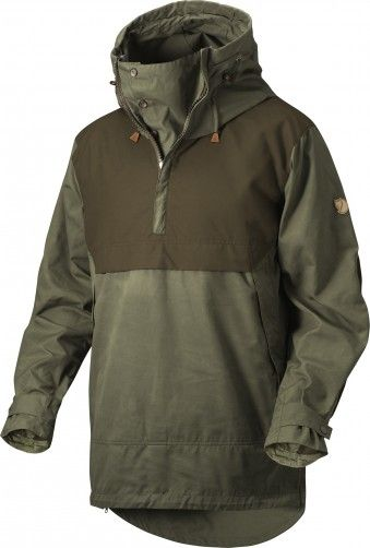 Fjallraven Anorak No. 8 was created to withstand tough conditions in the forest and mountains throughout the year. When not being worn, the hood forms a high collar that keeps your neck warm. In warmer weather, the zipper can be unzipped and the opening unbuttoned and folded to the side to release excess heat.