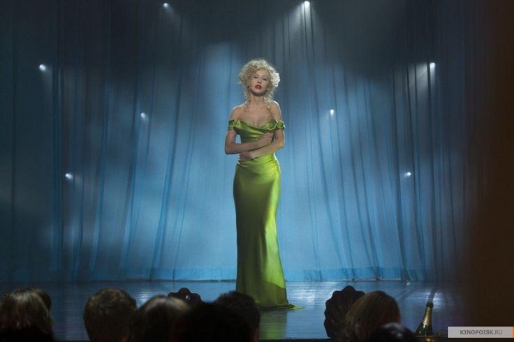 Певицы Шер и Кристина Агилера презентовали в Лос-Анджелесе мюзикл Бурлеск. Шер пришла с дочкой, которая изменила пол.