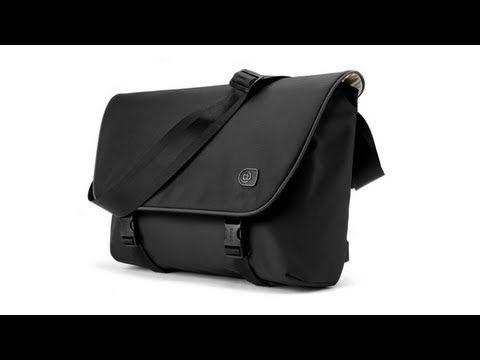 Hermosa esta maleta!! cuando tenga mi portatil sera mi primera opción de compra... Boa courier 15, graphite   Laptop messenger bags by Booq