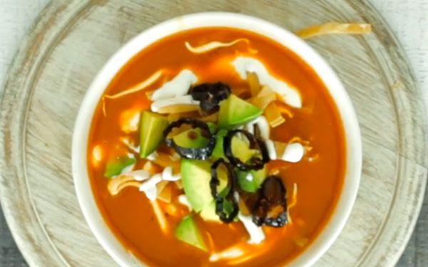 Receta de sopa de tortilla de maíz | Una receta deliciosa qué no puede faltar en tu recetario personal, receta en video paso a paso.