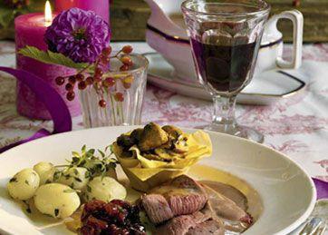Vildt er vidunderlig mad, fyldt med smag af skov og eng. Server denne dyrekølle med årstidens skønne bær og svampe.